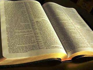Biblia antigua, palabra de Dios, escritura, abierta, confesión, era
