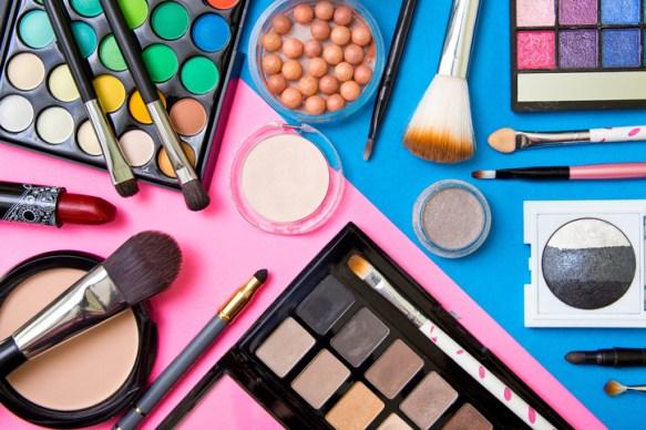اسعار ادوات التجميل اوريفلام لدى متجر وكلاء مستحضرات التجميل في السعودية اسعار عروض علب المكياج افضل الانواع