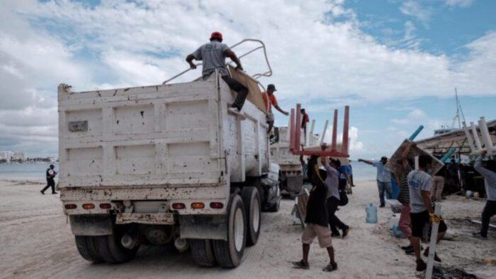 https://noticaribe.com.mx/2021/09/15/operativo-en-playa-langosta-buscan-recuperar-espacios-y-combatir-la-delincuencia-en-zona-hotelera-de-cancun/