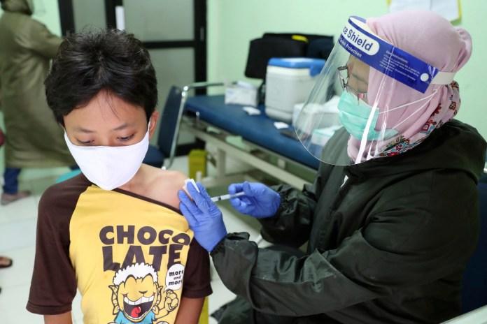 https://www.latercera.com/que-pasa/noticia/y-la-vacuna-para-los-ninos-pruebas-en-menores-solo-partieron-hace-unos-meses-por-lo-que-aun-no-se-aprueban-para-ellos/SD7WSZHYPRAIRPIY5QDHSRZ3FU/