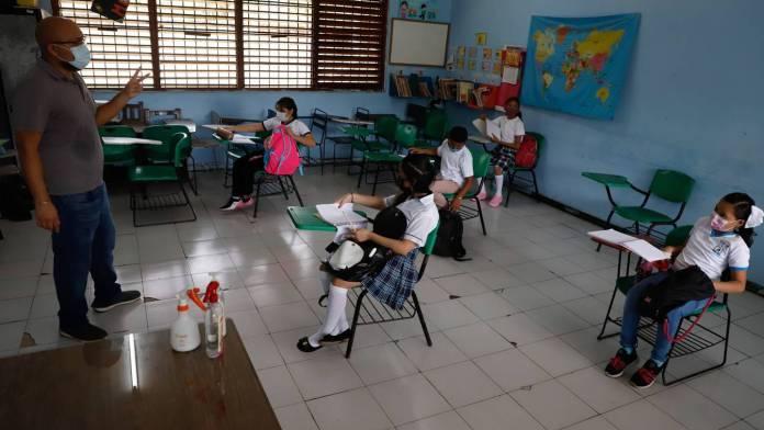 https://www.elfinanciero.com.mx/nacional/2021/10/09/ya-hay-fecha-para-que-todos-los-estudiantes-vuelvan-a-clases-presenciales-sep/