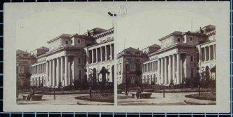 Esta fotografía de 1857 pertenece a la fachada Norte, observen que existe un grupo escultórico sobre la misma, probablemente se trate del que se elaboró en 1833: Vista de S. Gerónimo, parte del Museo y del Prado, Madrid 1857 (Fuente: BDH-BNE)