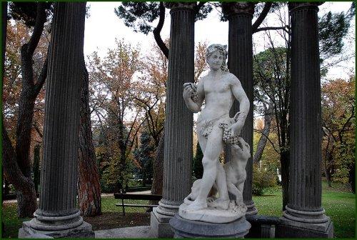 Escultura de Dioniso/Baco en el Parque del Capricho, Madrid