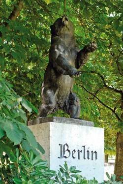 Oso de Berlín, instalado en el Parque de Berlín de Madrid