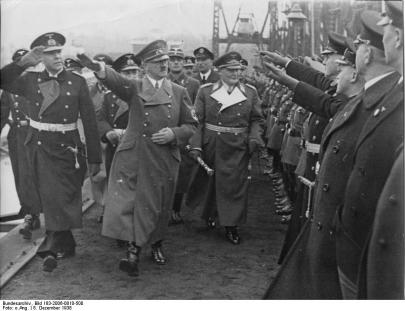 Hitler y Goering en la ceremonia de botadura (1938)