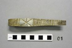 Uno de los brazaletes de plata. Historic Scotland.