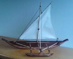 Reproducción de lo que debió ser la embarcación típica chamorra que se encontró Magallanes (fuente http://itanohu.blogspot.com.es/2013/01/the-flying-proa-chamorro-galaide.html )