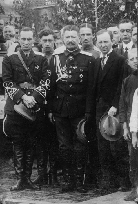 Kolchak, junto al general Horvath, comandante de las tropas rusas del transmanchuriano, y del cónsul ruso en Harbin, Popov.