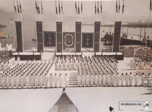 Esta es exactamente la visión que tenía Francisco Franco desde la proa en la que estaba situado presidiendo, como jefe de Estado, el acto inaugural.