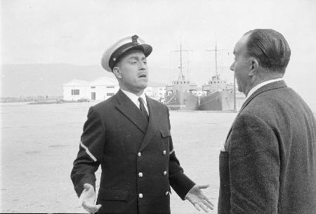 Fotograma de la película Botón de ancla con la Escuela naval Militar al fondo.