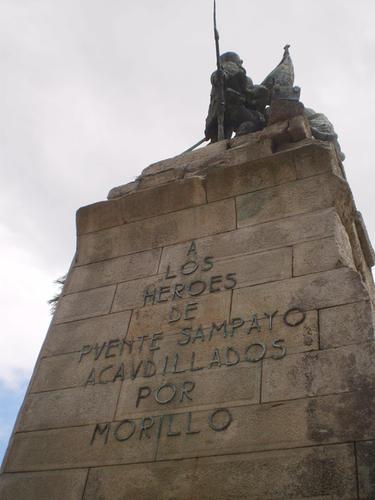 Monumento a los Héroes de Ponte Sampaio levantado en la Plaza de España de Pontevedra