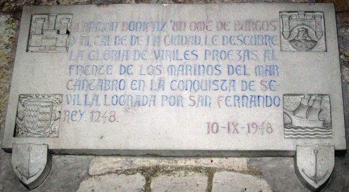 Placa conmemorativa en el Arco de Santa María (Burgos).