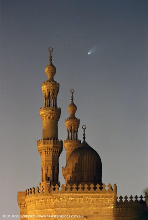 Cometa Hale-Bopp sobre la Mezquita del Sultán Hassan en El Cairo