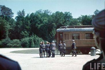 Hitler y su administración un día antes de la firma del Armisticio del 22 de junio de 1940
