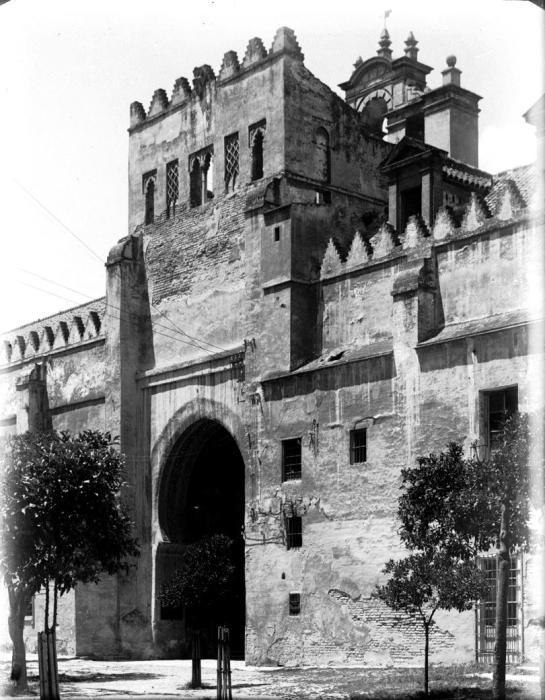 La entrada al legendario Corral de los Naranjos, en Sevilla