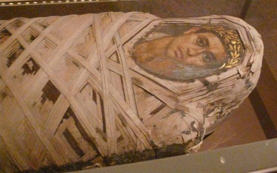 Retrato situado sobre el rostro del difunto.