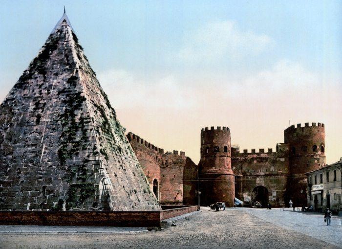 La pirámide de Cestius en St. Paul's Gate