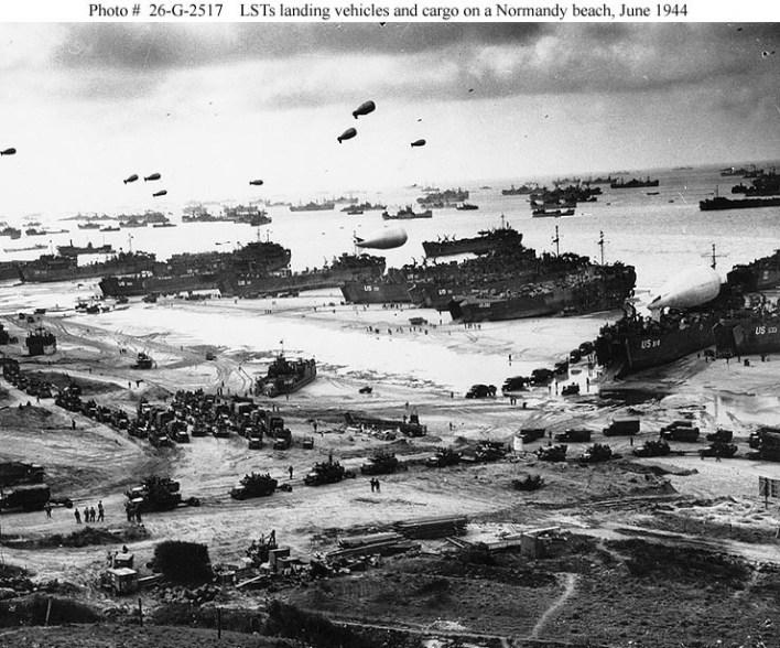 Imagen desde posición elevada del desembarco final de la tropas aliadas Archivos Nacionales de EE.UU.