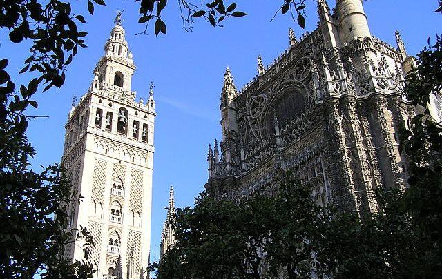 giralda sevilla construccion catedral