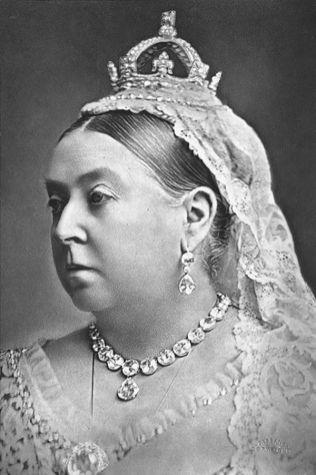 La reina Victoria usa el diamante Koh-i-Noor como broche en 1887. (Wikimedia Commons / Alexander Bassano)