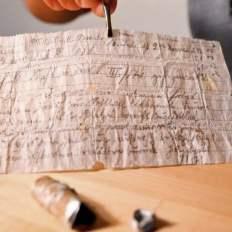 mensaEl mensaje, escrito en papel vegetal, se ha conservado muy bien durante sus 110 añosje
