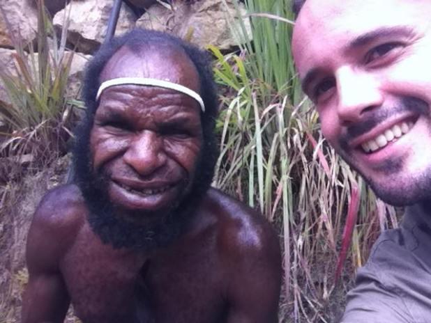 Lucas Goikoetxea con un aborigen