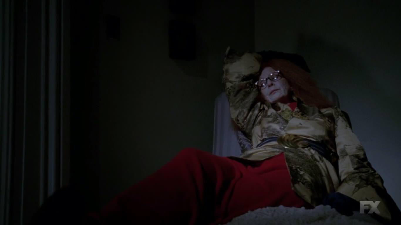 Myrtle ayuda a Fiona a suicidarse