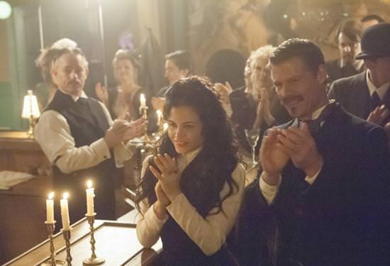 Víctor y Freya pasado (The Witches of East End acaban su primera temporada)