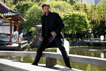 Crítica de Lobezno Inmortal - Escena de Logan en el jardín
