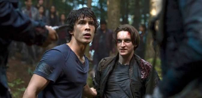 The 100 1x02 Earth Kills - Bellamy y Murphy