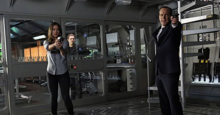 Agents of SHIELD 1x17 Turn, turn, turn - Skye y Coulson