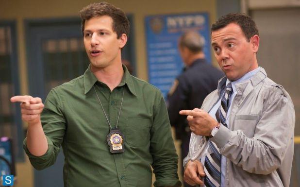 Crítica de Brooklyn Nine-Nine: Jake Peralta (Andy Samberg) y Charles Boyle (Joe lo Truglio)