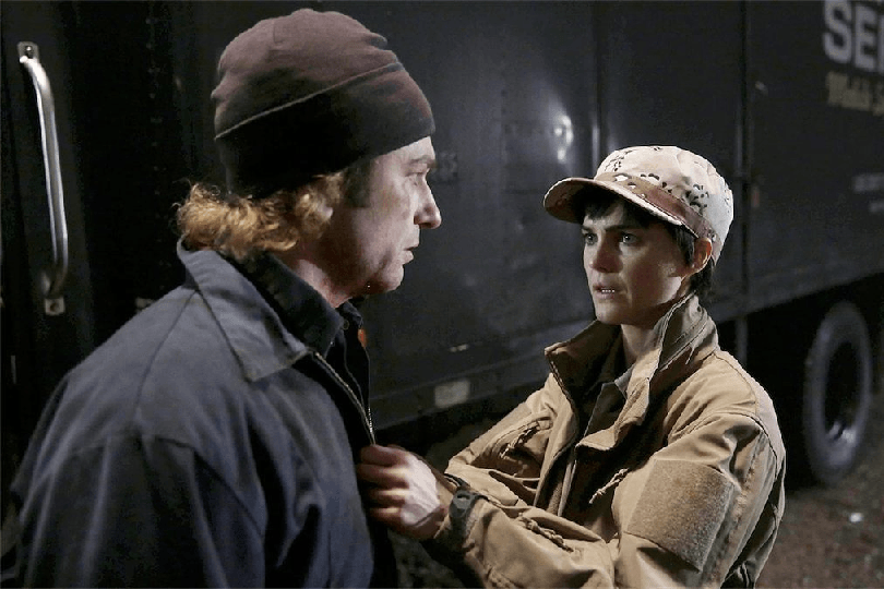The Americans 2x09 - Phillip y Elisabeth dentro del campamento 'Martial Eagle'