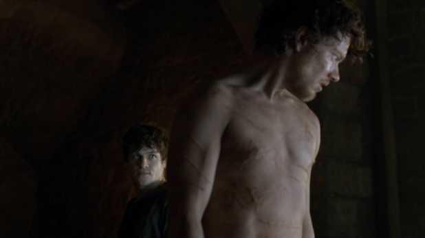 Juego de Tronos 4x06 The Laws of Gods and Men - Ramsay propone a Hediondo hacerse pasar por Theon