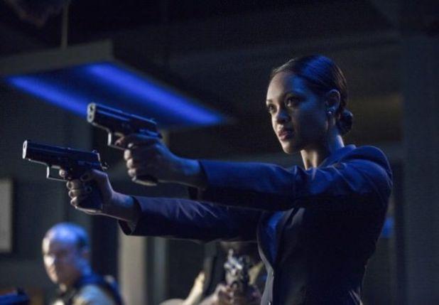 Crítica de la segunda temporada de Arrow: ARGUS se convierte a la vez en aliado y enemigo.