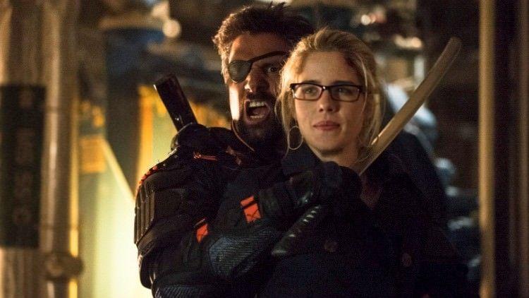 Crítica de la segunda temporada de Arrow: Slade amenaza con quitarle la vida a Felicity, que tiene la cura del mirakuru.