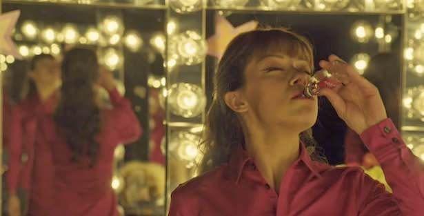 Orphan Black 2x03: Alison sigue en una espiral de autodestrucción que la lleva a hacer el ridículo en su musical.