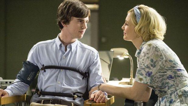 Crítica de Bates Motel: La enfermiza relación de Norma y Norman sigue siendo la máxima atracción de la serie.