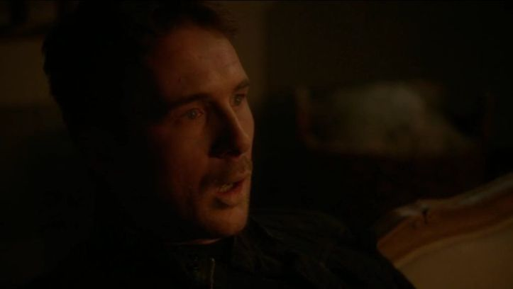 Crítica de Revenge: Aiden (Barry Sloane) ha terminando perdiendo la vida por la venganza personal de Emily/Amanda.