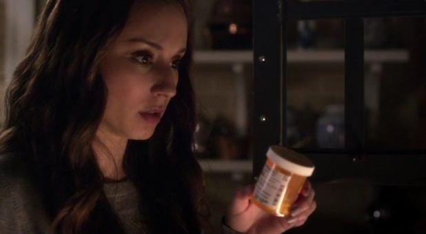 Pretty Little Liars 5x04: Spencer sigue investigando por su cuenta el asesinado de Mrs. DiLaurentis, y todo apunta a su padre como culpable.