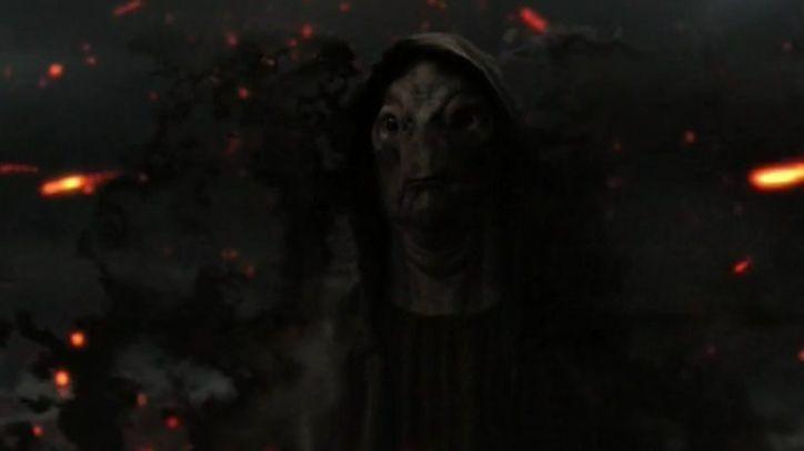 Falling Skies 4x10 El overlord-padre de Lexi recibe órdenes de matarla al no ser seguro su posicionamiento en la guerra.