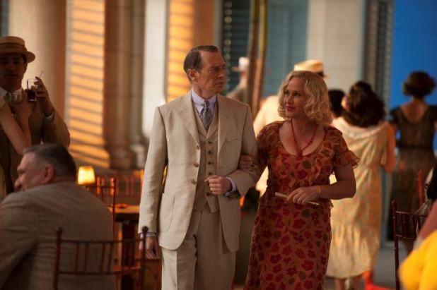 Quinta temporada de Boardwalk Empire - Nucky Thompson y Sally Wheet paseando por Cuba