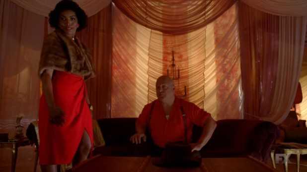 American Horror Story Freak Show 4x02 - El hombre fortudo Dell Toledo y su esposa hermafrodita Dessiree