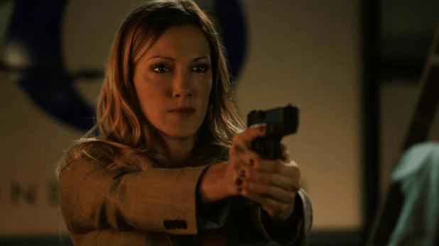 Arrow 3x02: La pérdida de su hermana hace que Laurel se vuelva violenta y vengativa. Es probable que su personaje cambie radicalmente.