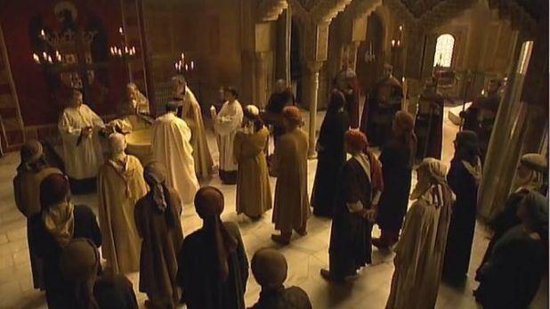 Isabel 3x07 - Cisneros bautizando a musulmanes