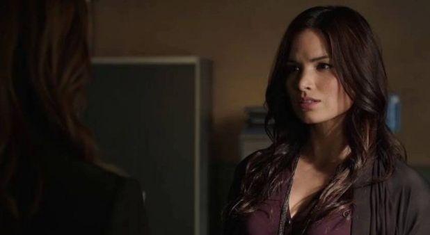 Arrow 3x04: Nyssa vuelve en busca de venganza y termina secuestrando a Thea para atraer la atención de Merlyn.