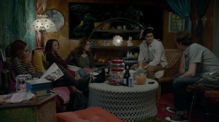 Crítica de Finding Carter: Como casi toda serie juvenil, las tramas de los amigos rebeldes de Carter también se dejan ver.