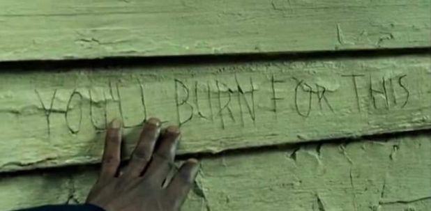 The Walking Dead 5x07 Crossed - Escrito de la iglesia
