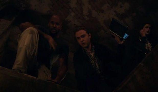 Agents of SHIELD 2x09: Coulson y algunos agentes buscan la entrada a la ciudad alienígena.