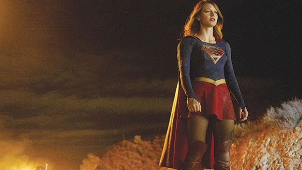 Supergirl con el traje
